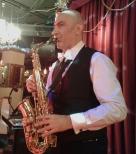 Саксофонист Сурен